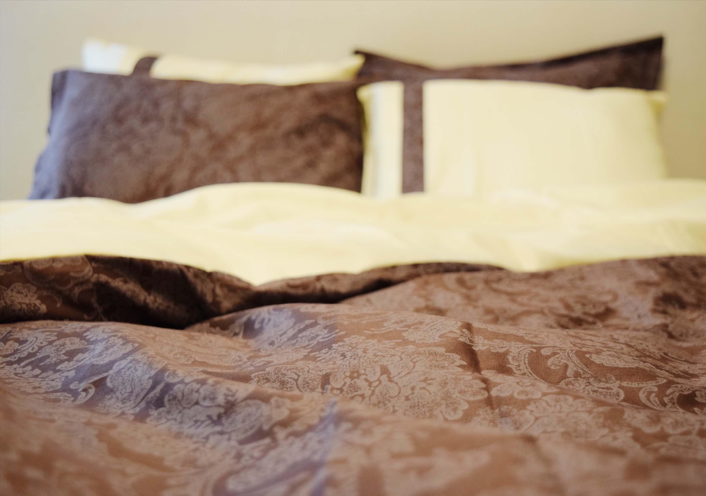 Kuninglik pruun voodipesukomplekt